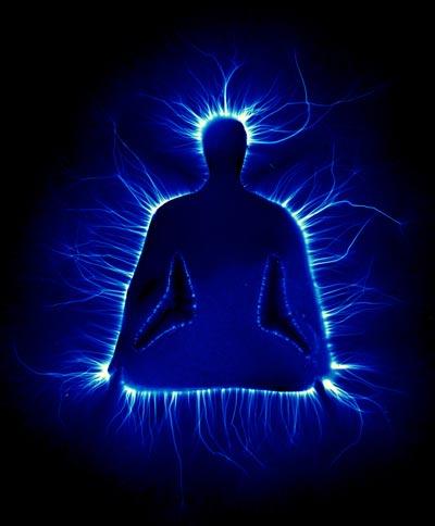 Imagem de uma pessoa meditando com a fotografia Kirlian